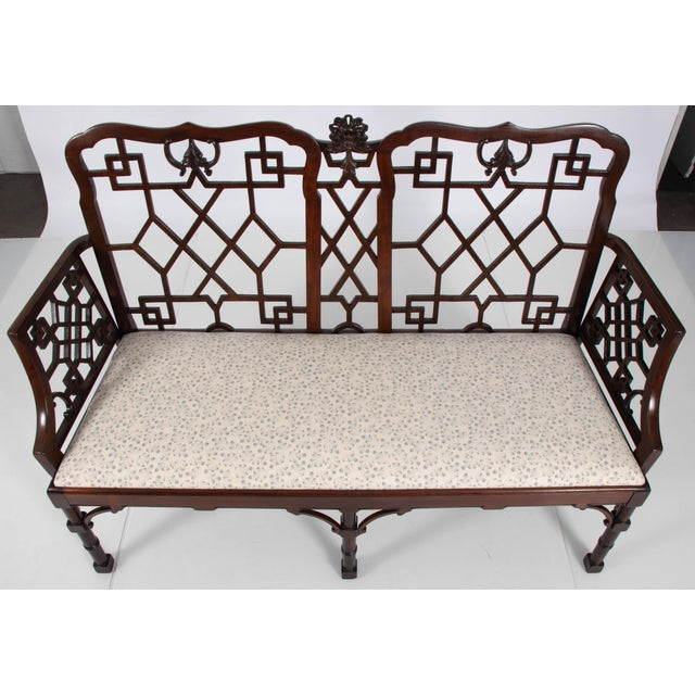 English Chinese Chippendale Mahogany Settee For Sale In New York - Image 6 of 9