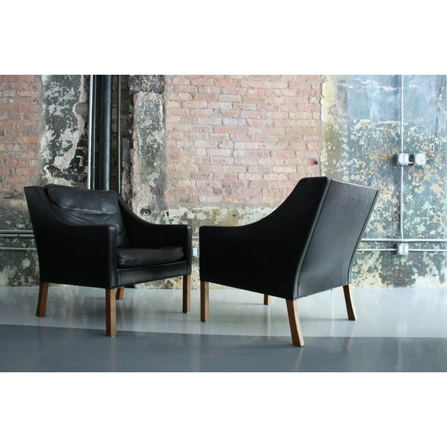 Børge Mogensen Matched Pair of Børge Mogensen Model #2207 Leather Lounge Chairs For Sale - Image 4 of 13
