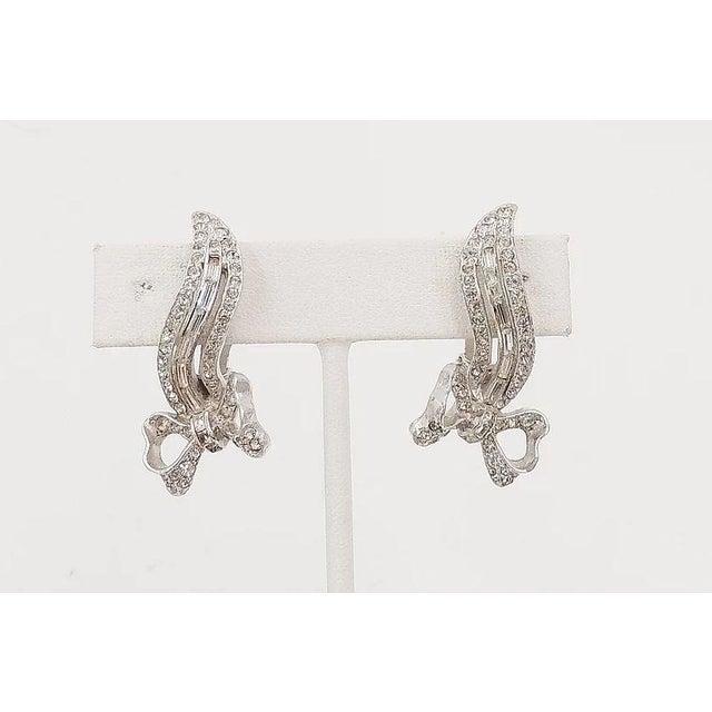 1950s Kramer Rhodium Plated Rhinestone Bow Earrings For Sale In Philadelphia - Image 6 of 8