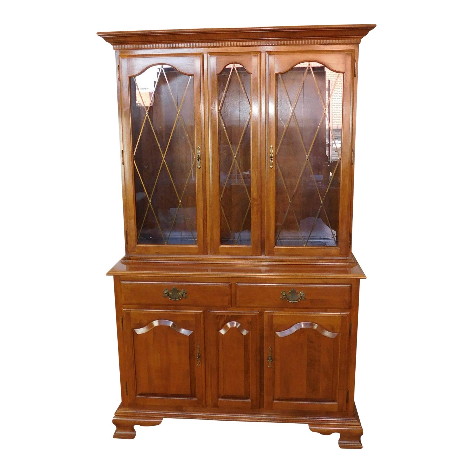 Ethan Allen Colonial Solid Maple China Cabinet Hutch