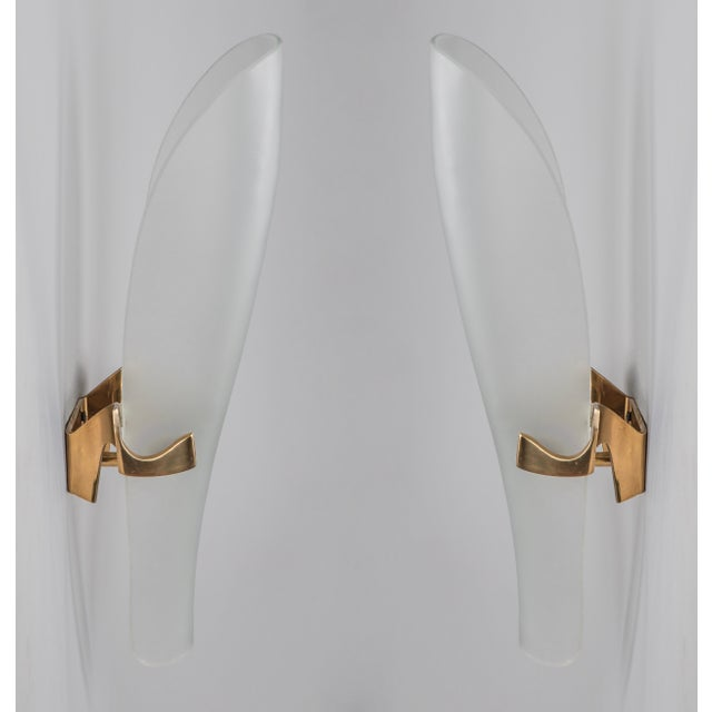 Fontana Arte 1950s Mid-Century Modern Max Ingrand for Fontana Arte Long Oval Curved Glass and Bronze Sconces - a Pair For Sale - Image 4 of 5