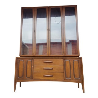 Mid-Century Modern Broyhill Emphasis Walnut Hutch Buffet China Cabinet Credenza For Sale