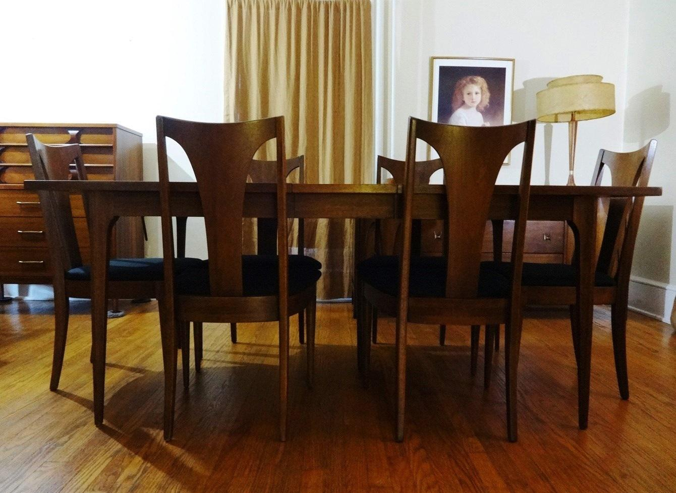 Mid Century Modern Broyhill Brasilia Sculpted Walnut Dining Room Table U0026 6  Chairs   Image 2