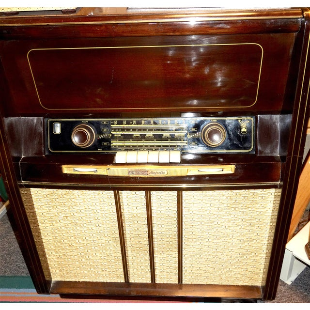 "1950s Grundig Majestic Large Console Vintage ""3d"" Radio and Phonograph ""Musical Instrument"" Version For Sale - Image 5 of 5"