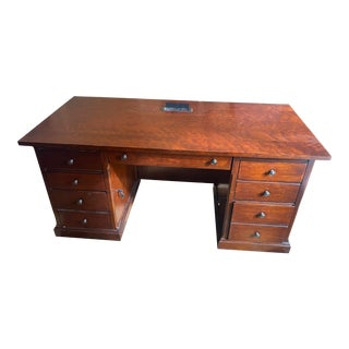 Thomasville Desk in Condition For Sale