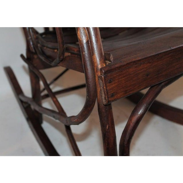 Amish Bent Wood Adults and Child's Rocking Chairs - Set of 2 For Sale - Image 4 of 12