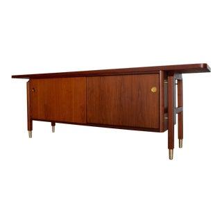 Mid-Century Modern Walnut Credenza Sideboard For Sale