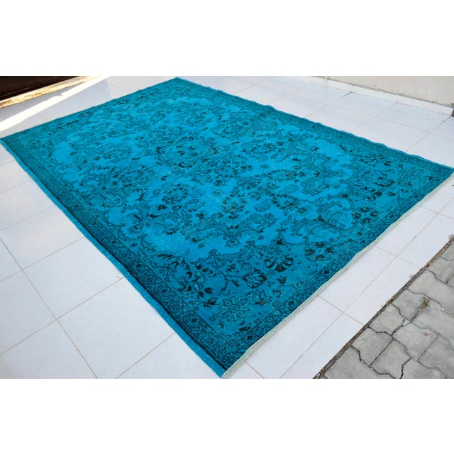 Offered is a traditional pattern cyan-blue overdyed Turkish hand knotted rug. Material : Wool on wool. Condition:...