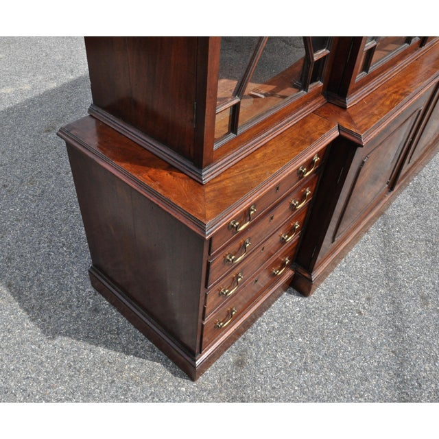 Georgian Period 18th Century George III Mahogany Breakfront Bookcase For Sale - Image 3 of 7