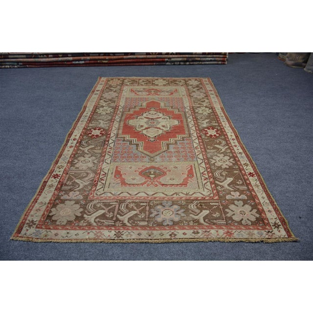 Turkish Vintage Oriental & Decorative Rug, 3'2″x5'3″ For Sale - Image 9 of 9