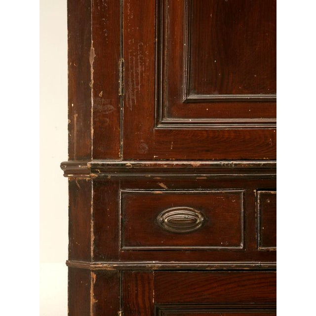 English Circa 1780 Antique English Georgian Faux Grained Pine Corner Cupboard For Sale - Image 3 of 10