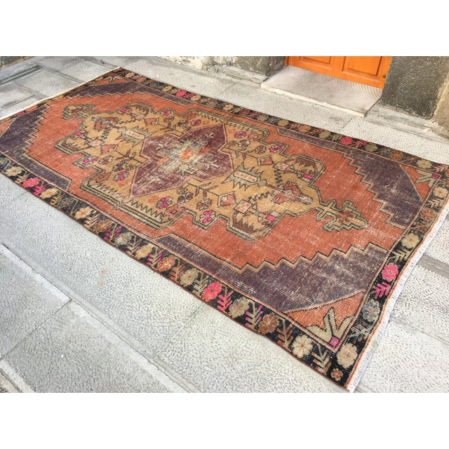 1970s 1970s Vintage Turkish Anatolian Hand-knotted Oushak Rug- 4′3″ × 8′ For Sale - Image 5 of 9