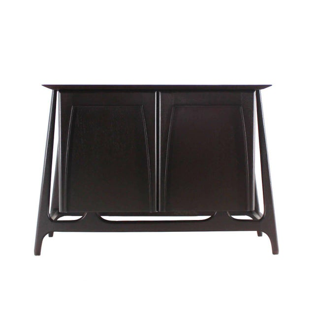 Early 20th Century Two-Door Sculptural Exposed Leg Ebonized Server Three-Drawer Bachelor Chest For Sale - Image 5 of 8