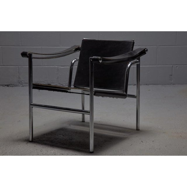 Mid-Century Modern Lc1 Chair by Le Corbusier, Pierre Jeanneret and Charlotte Perriand for Cassina For Sale - Image 3 of 3