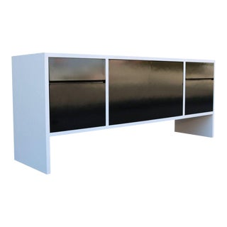 Milo Baughman White Lacquered Credenza with Contrast Doors For Sale