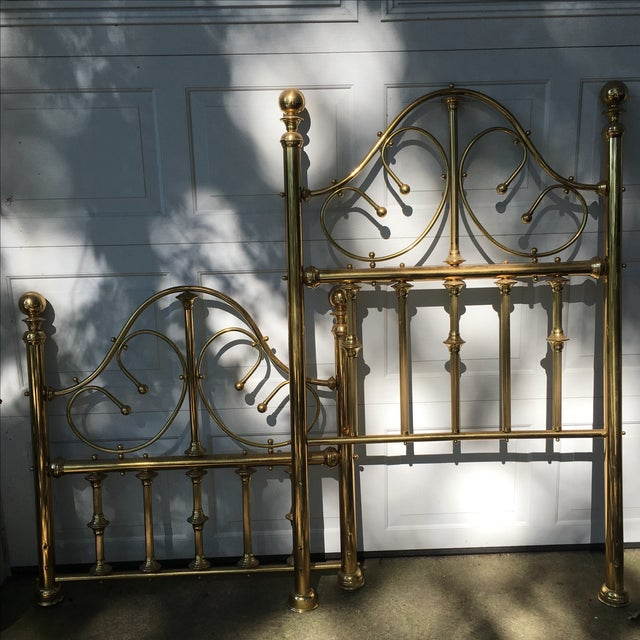 Offered is a beautiful twin bed frame with a nice Vintage, vintage, shabby chic look. This piece is over 30 years old. It...