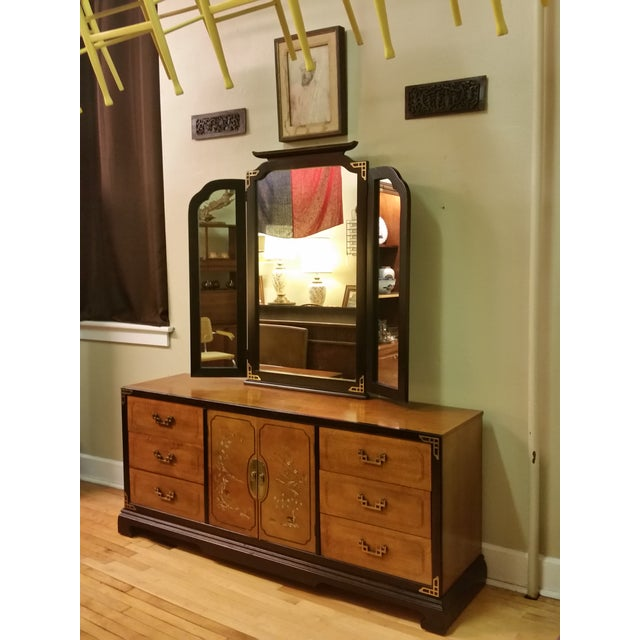 Bassett Chinoiserie Long Dresser With Mirror - Image 2 of 11
