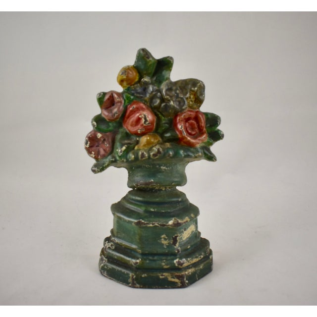Hubley Manufacturing Company Hubley 1930s Cast Iron Petite Floral Green Urn Doorstop For Sale - Image 4 of 10