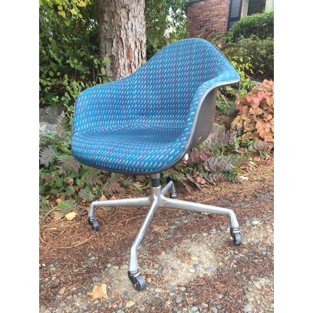 Herman Miller Fiberglass Swivel Office Chair - Image 2 of 7