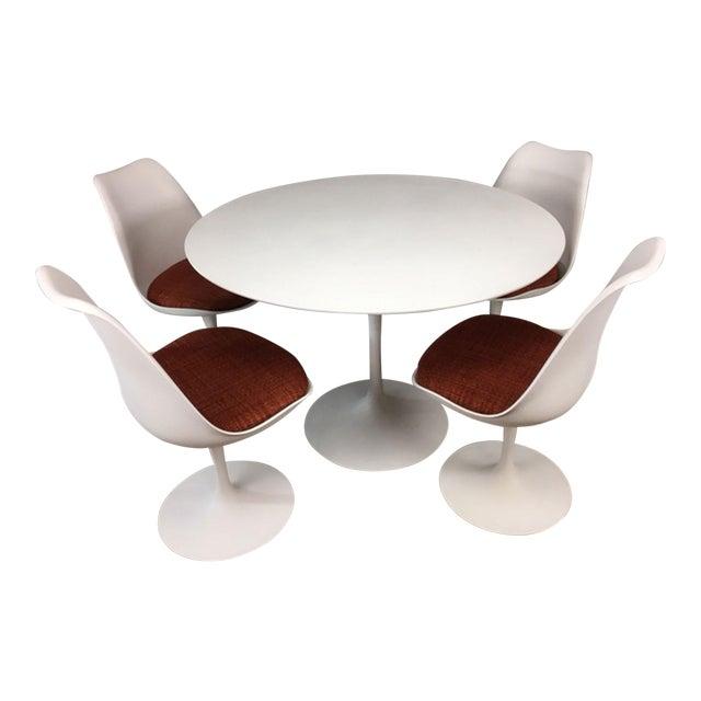Eero Saarinen Tulip Dining Table & 4 Tulip Chairs Set For Sale