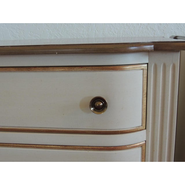 Neoclassical Pair of Neoclassical Style Natural and Gold Leaf Detail Nightstands For Sale - Image 3 of 10