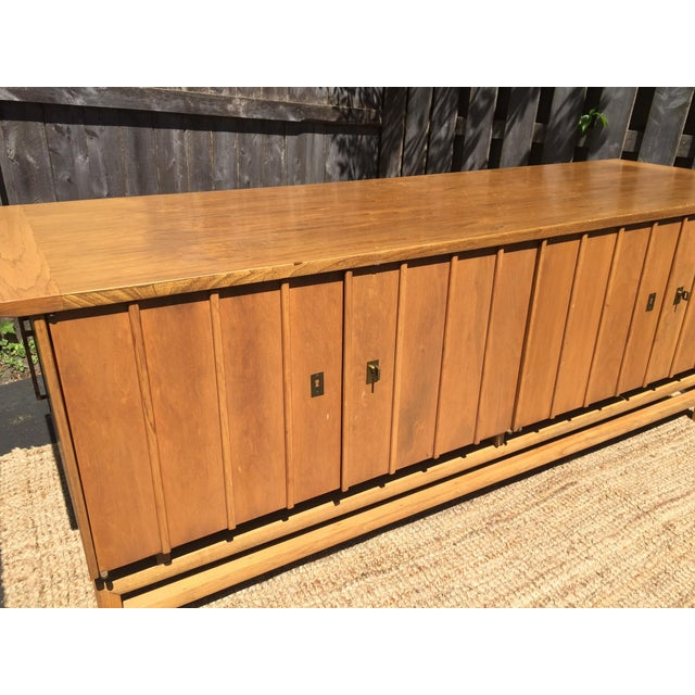 Hickory Furniture Vintage Mid-Century Chinoiserie Buffet For Sale - Image 4 of 7