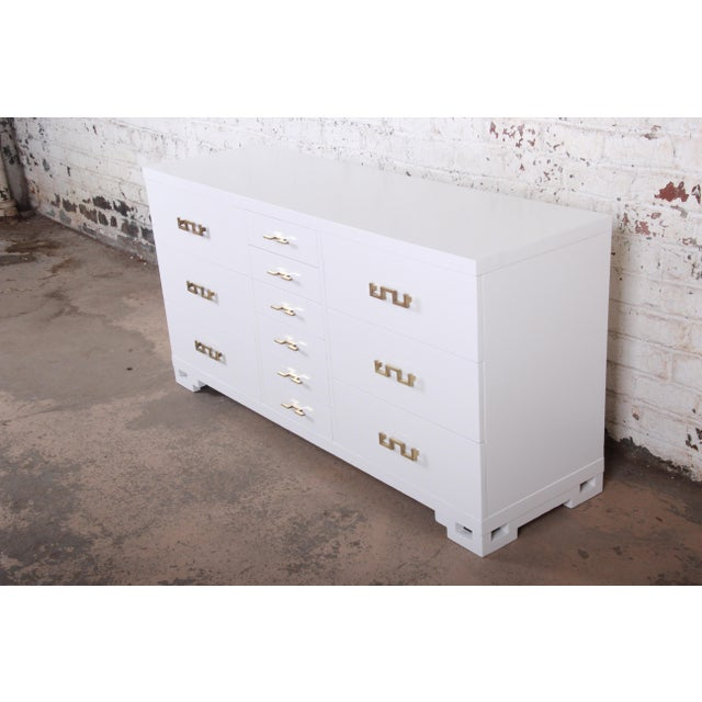 J.B. Van Sciver Company Mid-Century Modern Hollywood Regency Chinoiserie White Lacquered Twelve-Drawer Dresser or Credenza, Newly Restored For Sale - Image 4 of 13