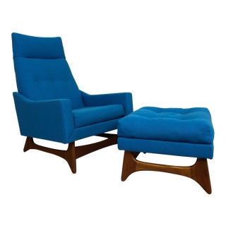 Mid-Century Modern Lounge Chair and Ottoman Newly Upholstered in Bright Blue Fabric For Sale