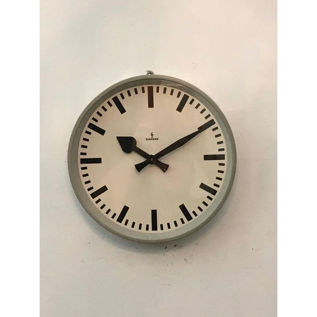Industrial Factory clock from Siemens, 1950s For Sale - Image 3 of 10