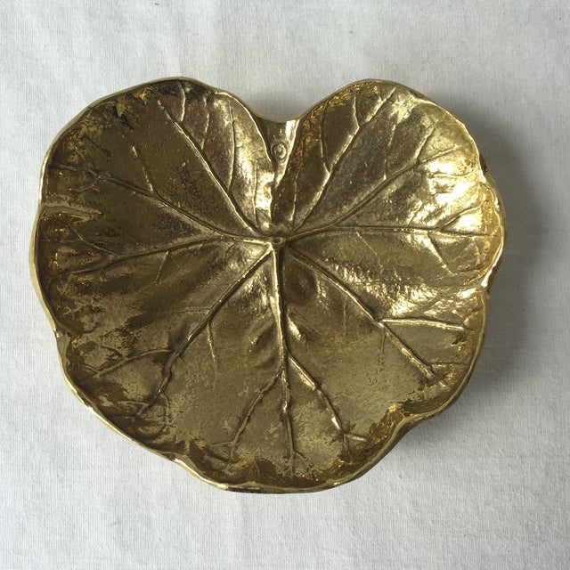 Stunning vintage brass geranium leaf by Virginia Metalcrafters. This decorative accent is a must have with its beautiful...