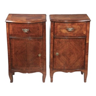 Italian Walnut Commodes 18th Century - a Pair For Sale