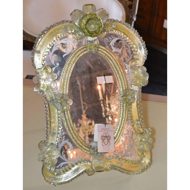 1920s Pair of Gorgeous Venetian Vanity Mirrors on Stands For Sale In Dallas - Image 6 of 10
