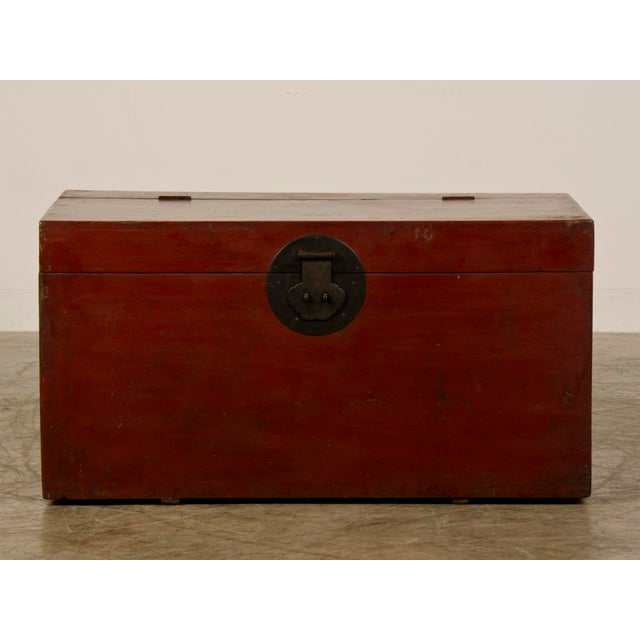 Asian Large Antique Chinese Red Lacquer Trunk Kuang Hsu period circa 1875 For Sale - Image 3 of 10