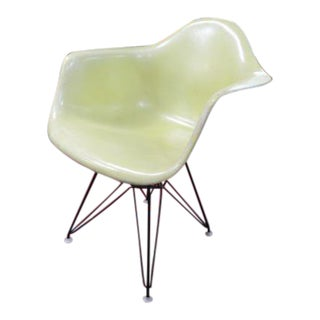 1960s Mid Century Modern Herman Miller Eiffel Tower Shell Chair For Sale