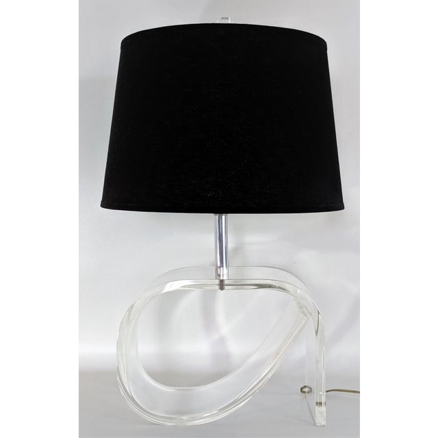 Mid-Century Modern Dorothy Draper Style Lucite Table Lamp For Sale - Image 3 of 13