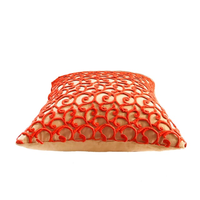Gorgeous Dransfield & Ross, luxurious decorative pillow, « Scroll on Linen », orange dainty lace embroidery, tan linen. -...