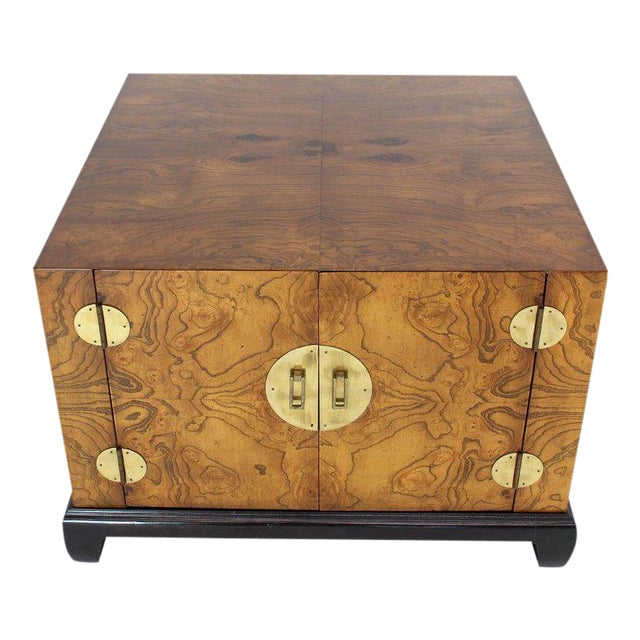 1970s Mid-Century Modern Burl Walnut Black Lacquer Base Brass Hardware Cube Shape End Table For Sale