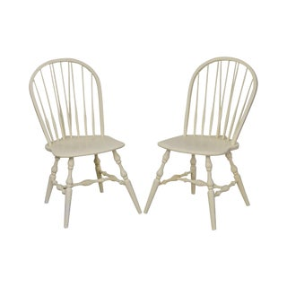 Habersham White Painted Pair of Windsor Side Dining Chairs For Sale