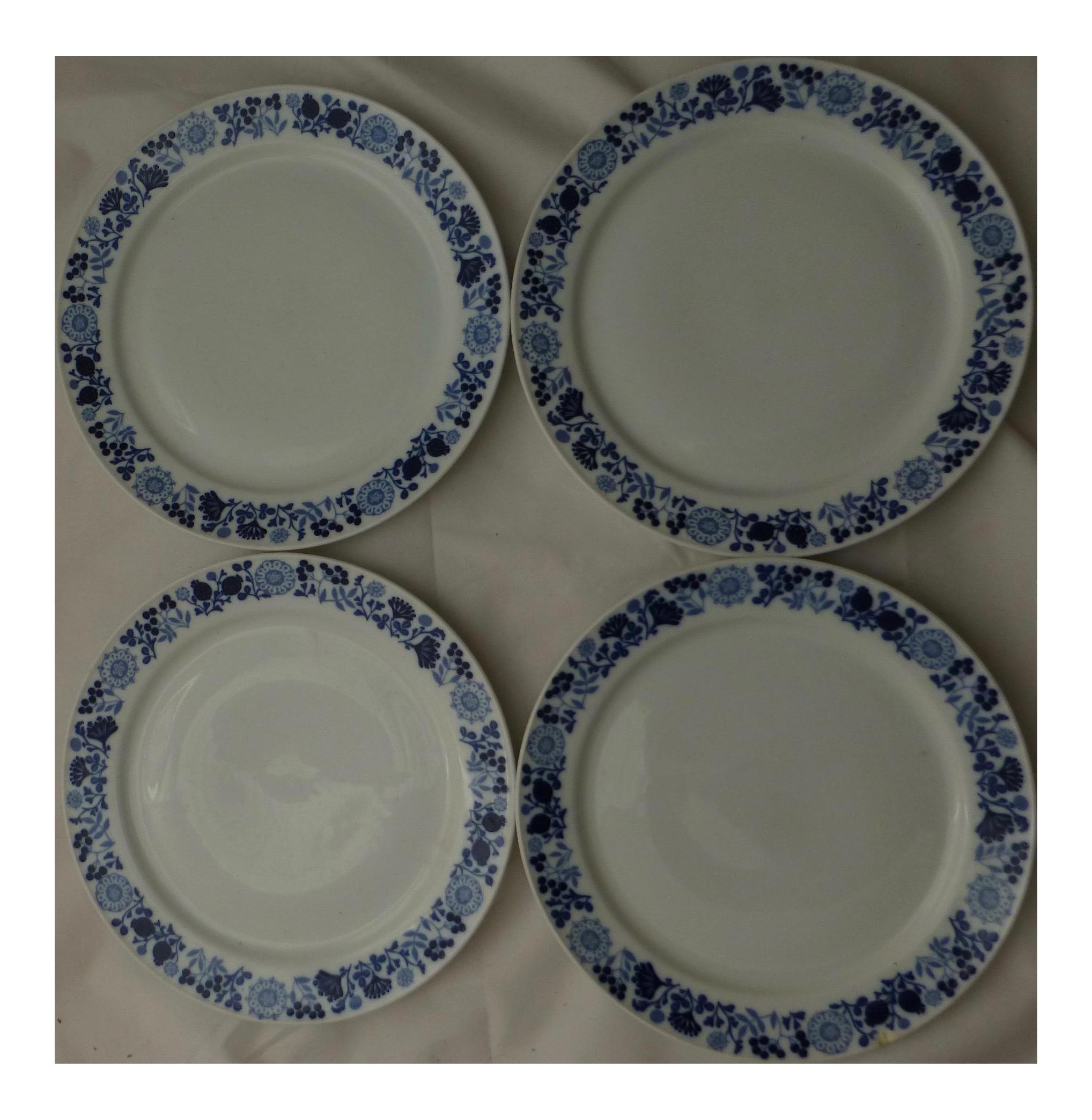 Melitta German Snowberry Dinner Plates - Set of 4 - Image 1 of 6  sc 1 st  Chairish & Melitta German Snowberry Dinner Plates - Set of 4 | Chairish
