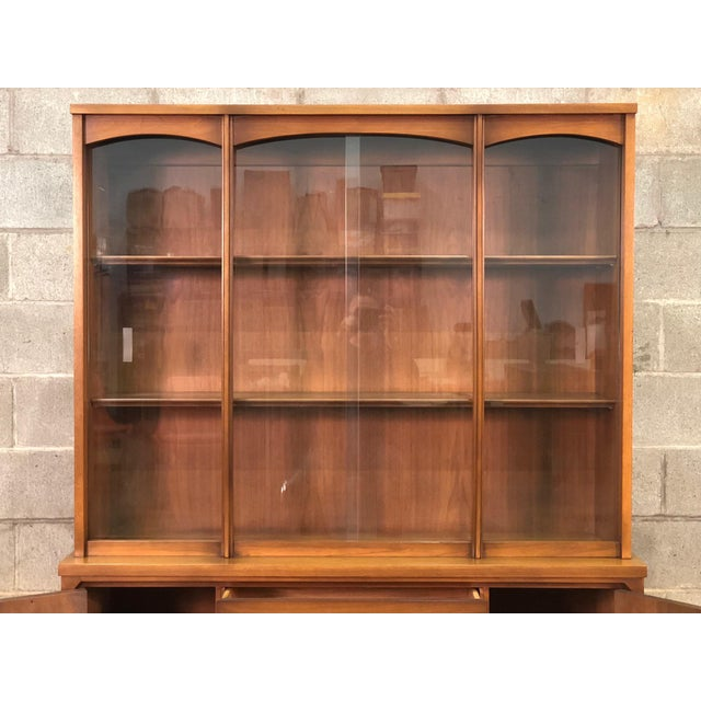 Mid-Century Modern Mid-Century Modern China Cabinet / Display Case / Bookcase For Sale - Image 3 of 9