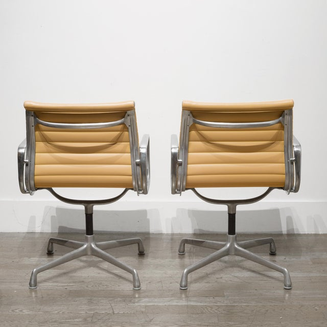 Herman Miller Mid-Century Herman Miller Ea108 Leather Office Management Chairs C.1960-1970 For Sale - Image 4 of 7