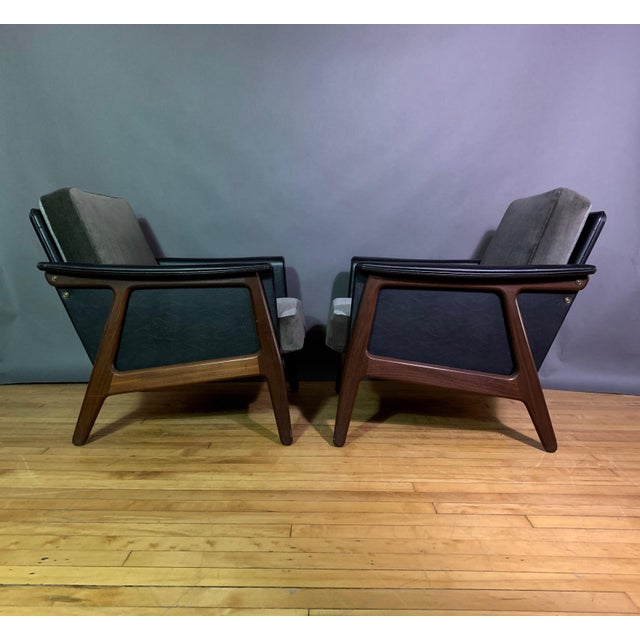 Mid-Century Modern Pair Danish Design Black Naugahyde Wrapped Lounge Chairs For Sale - Image 3 of 13
