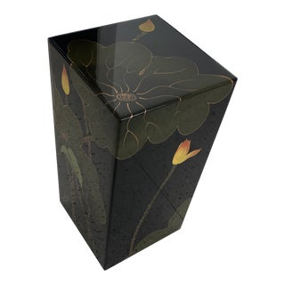 Japanese Lotus Leaf Lacquered Pedestal Side Table For Sale