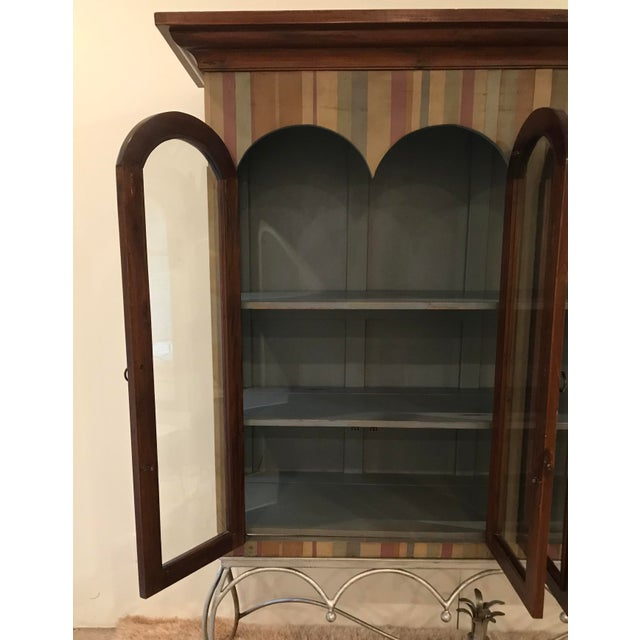 Late 20th Century 20th Century Traditional Guildmaster Mahogany Striped Curio/China Cabinet For Sale - Image 5 of 13