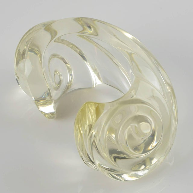 Fashion Designer Uterque Oversized Bold Deeply Carved Clear Lucite Cuff Bracelet For Sale - Image 4 of 10