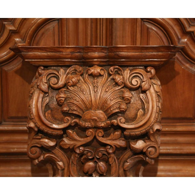 French Mid-19th Century French Louis XIV Carved Walnut Wall Bracket With Shell Motif For Sale - Image 3 of 13