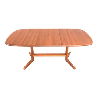 Vintage Scandinavian Modern Teak Oval Expanding Dining Table Attributed to Dyrlund 2 Leaves For Sale