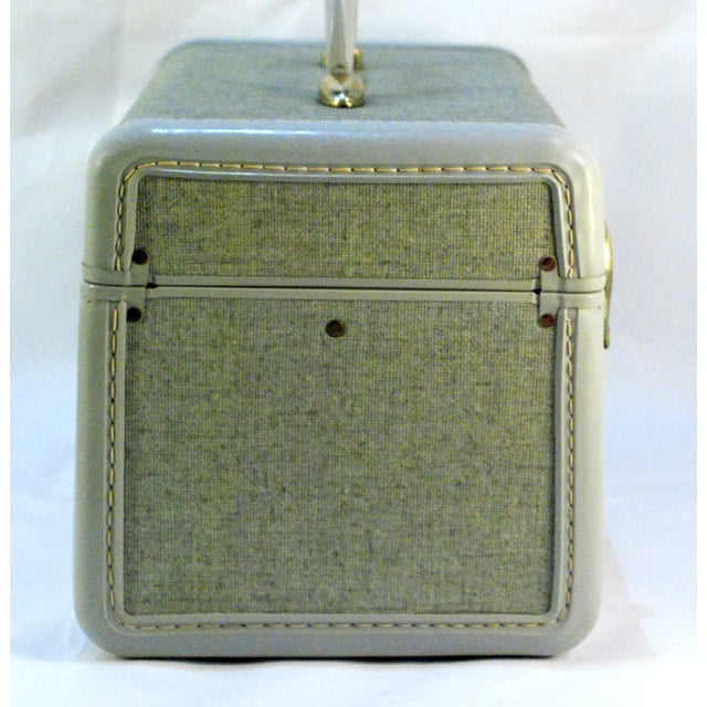 1970s Samsonite 5412 Train Suitcase, Grey Tweed For Sale - Image 5 of 10