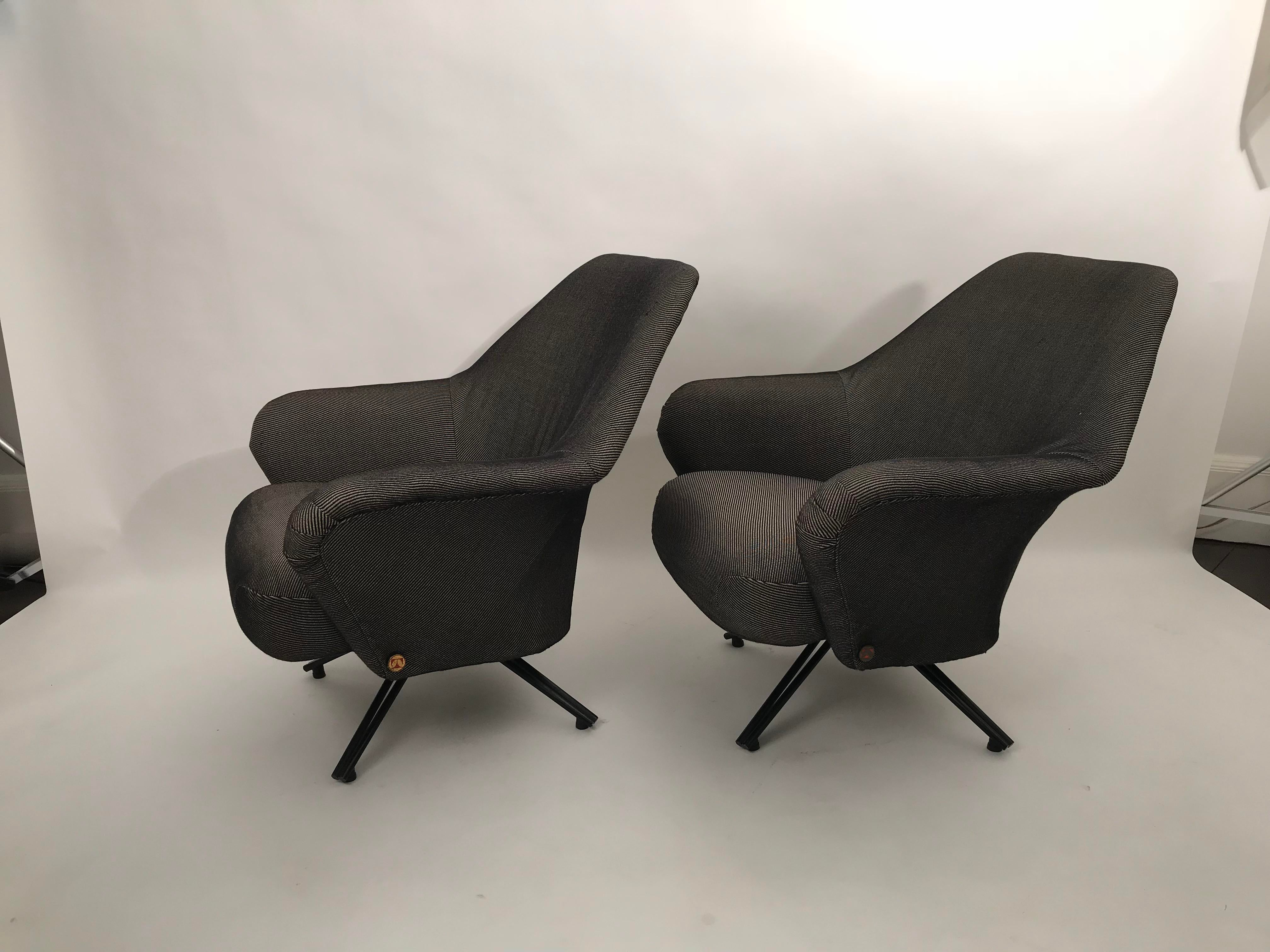 Exceptional Pair Of Original P32 Tecno Lounge Chairs Decaso