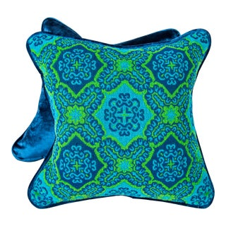 """16"""" Mid Century Hand Knit Medallion Pillows, Pair For Sale"""